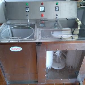máy rửa bình 2